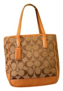 Coach Tote in Natural