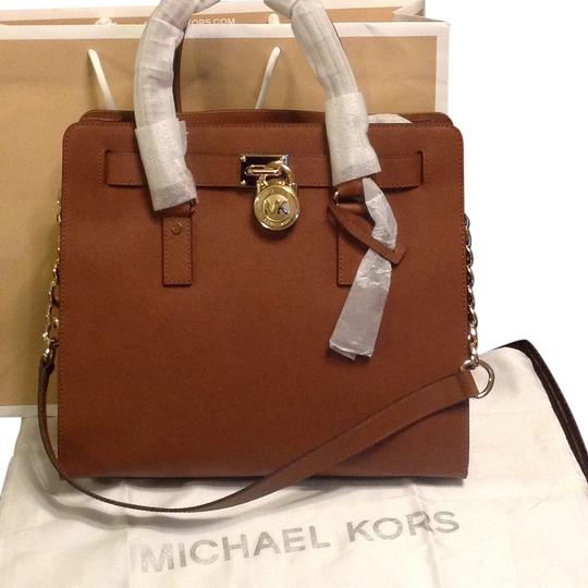 Preload https://img-static.tradesy.com/item/11123896/michael-kors-hamilton-tote-brown-leather-satchel-0-1-540-540.jpg