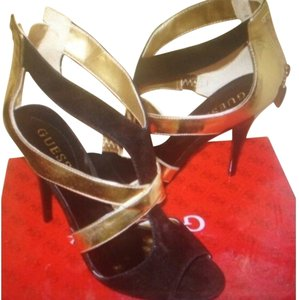 Guess Gold And Black Pumps