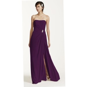 David's Bridal Plum Crepe Strapless Brooch Traditional Bridesmaid/Mob Dress Size 2 (XS)