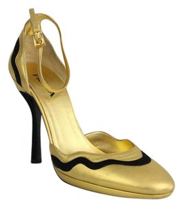 Prada Gold/Black Pumps