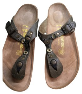 Birkenstock Gizeh golden brown is the color size 40 narrow- with gold embellishments never worn! Golden brown looks army green Sandals
