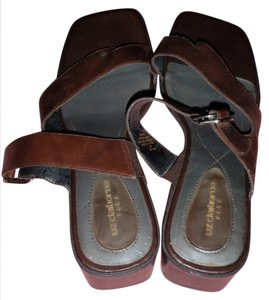 Liz Claiborne Sz 9 M Flex Flat Marron/dark red Sandals