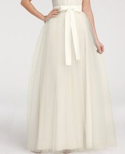 Designer clothing and accessories up to 90 off at tradesy ann taylor bridal ivory silk and tulle ball skirt feminine wedding dress size 4 s junglespirit Image collections