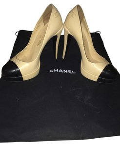 Chanel Beige/Black Pumps