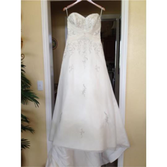 Mori Lee Ivory Traditional Wedding Dress Size 8 M