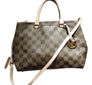 Michael Kors Satchel in Sutton black and brown