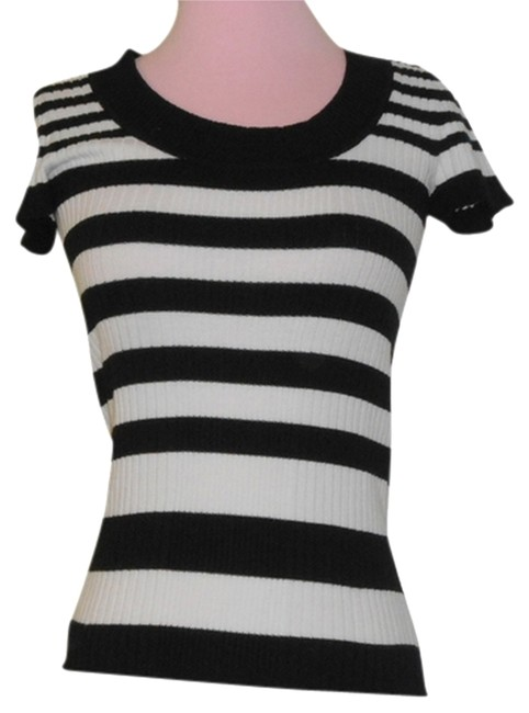 Preload https://item1.tradesy.com/images/ambiance-apparel-black-and-white-skinny-fit-sweaterpullover-size-4-s-1115130-0-0.jpg?width=400&height=650