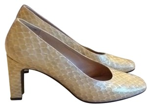 Stuart Weitzman Creamy, Yellow gold Pumps