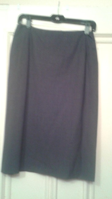 Preload https://img-static.tradesy.com/item/11154259/jil-sander-grey-made-in-italy-small-knee-length-skirt-size-6-s-28-0-1-650-650.jpg