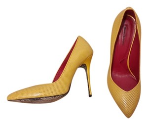 Cesare Paciotti Luxury 39 Yellow Pumps