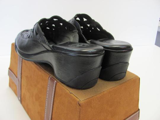 Other New Size 9.50 M Cushioned Footbed Excellent Condition Black Mules