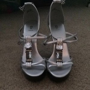 Bakers Silver w/ beaded accents Wedges