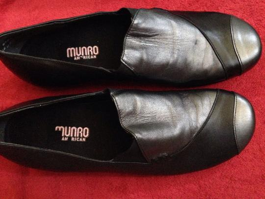 Munro American European Walking Two Tone Black Mules