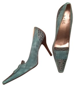 BCBG Paris Blue green Pumps