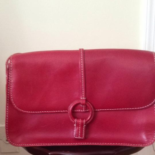 Preload https://item5.tradesy.com/images/fossil-classic-red-leather-shoulder-bag-1118024-0-0.jpg?width=440&height=440