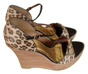 Type Z Leopard print with black piping Sandals