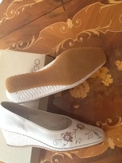 Spiffy Soft Pearly Light Beige Wedges