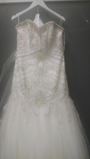 House of Wu Ivory Beaded Tulle 18906 Formal Wedding Dress Size 10 (M)