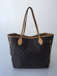 Louis Vuitton Mm Tote in Monogram