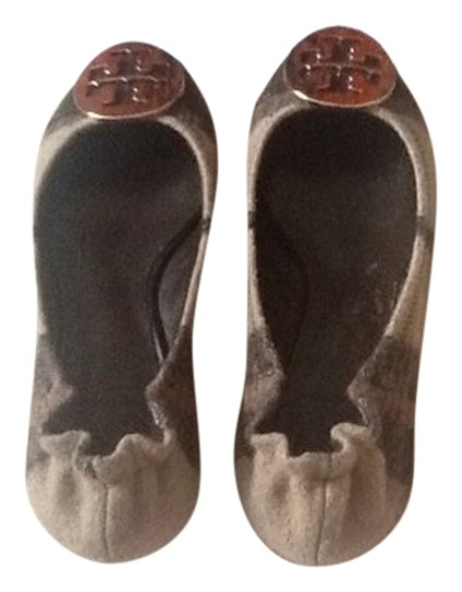 Preload https://item4.tradesy.com/images/tory-burch-multicolor-reva-serena-brown-plain-leather-gold-medallion-flats-size-us-5-1122833-0-0.jpg?width=440&height=440