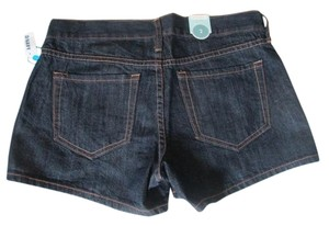 Brand new with Tags. Old Navy Diva Low Rise 100% Cotton. Size 2 Jean Shorts. Waist: 32