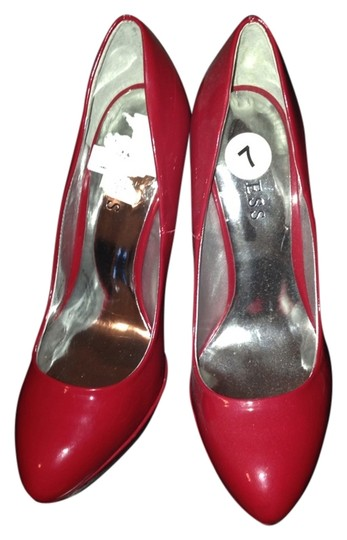 Preload https://item2.tradesy.com/images/guess-red-patent-pumps-size-us-7-regular-m-b-1124661-0-0.jpg?width=440&height=440