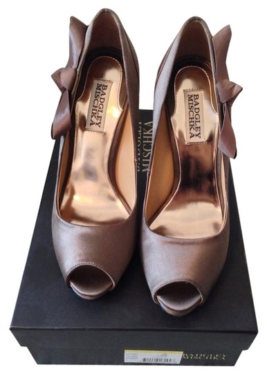Preload https://img-static.tradesy.com/item/1124689/badgley-mischka-bronze-satin-pumps-size-us-7-regular-m-b-0-0-540-540.jpg