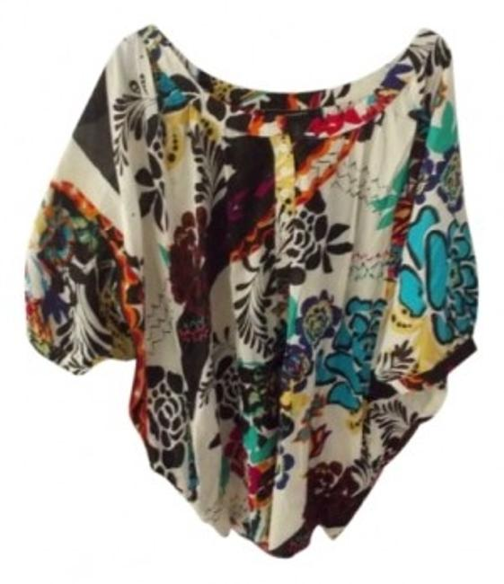 Item - Multi Color Loose Fitting Short Sleeve No Collar Button Down To Bust Floral Design. Blouse Size 14 (L)