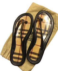 1d45083c93776 Burberry Flip Flops - Up to 70% off at Tradesy