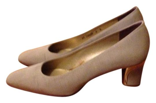 Preload https://item1.tradesy.com/images/bravo-beige-and-gold-pumps-1128335-0-0.jpg?width=440&height=440