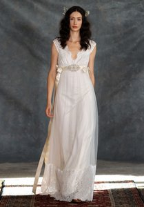 045f37b667d Claire Pettibone Ivory Lace Tulle Satin Ribbon Queen Anne s Vintage Wedding  Dress Size 10 (M