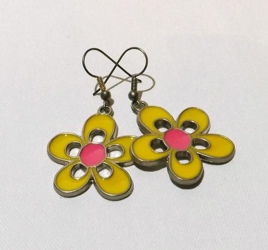 Boutique New Fun & Flirty Fashion Earrings # 079
