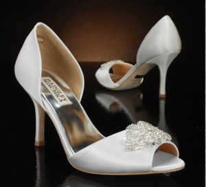 Badgley Mischka White Satin Heels Pumps Size US 8.5