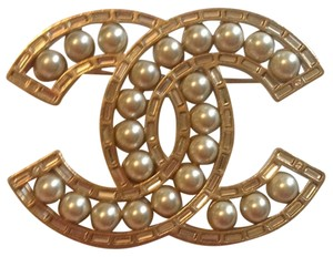 Chanel 2016 Gold Tone Baguette Crystal Pearl Brooch CC LOGO Classic