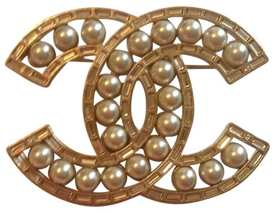 Preload https://item1.tradesy.com/images/chanel-gold-2016-tone-baguette-crystal-pearl-brooch-cc-logo-classic-pin-11294440-0-1.jpg?width=440&height=440