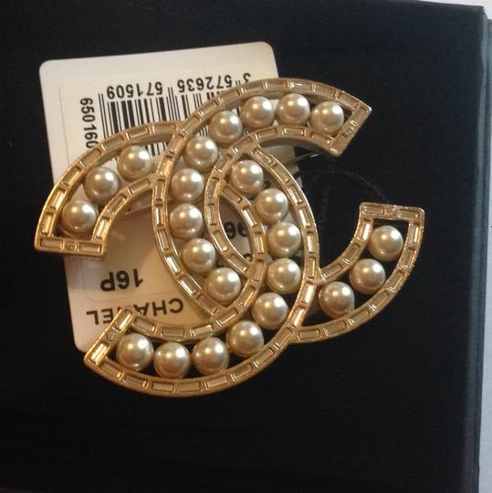 Chanel 2016 Gold Tone Baguette Crystal Pearl Brooch CC LOGO Classic pin