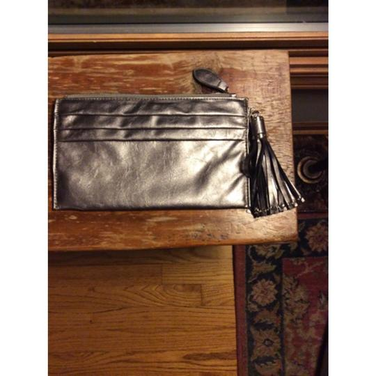 Expressions Metallic Clutch Image 6