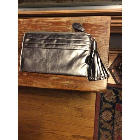 Expressions Metallic Clutch Image 7