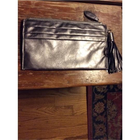 Expressions Metallic Clutch Image 8