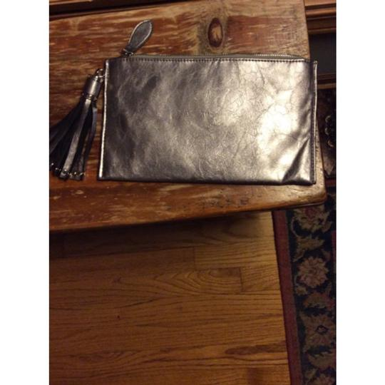 Expressions Metallic Clutch Image 9