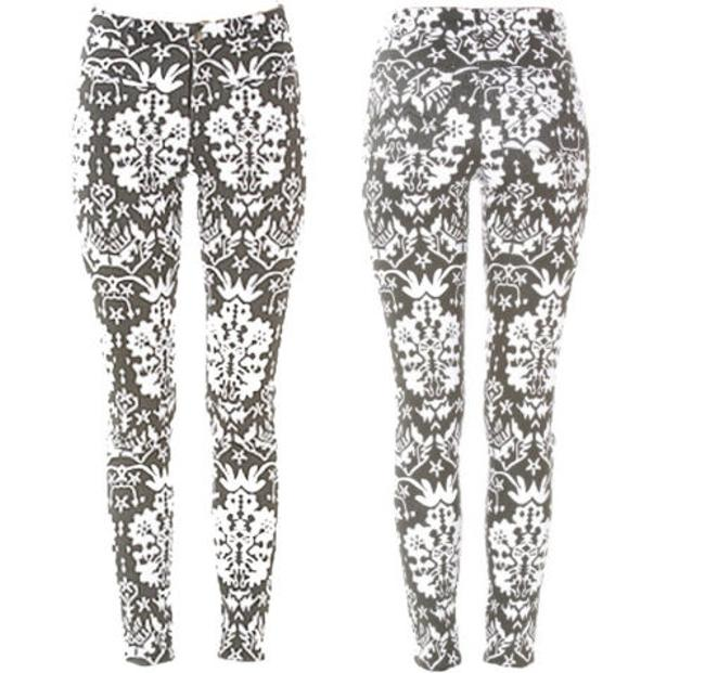 Preload https://img-static.tradesy.com/item/11306962/minkpink-blackwhite-light-wash-the-reflections-printed-leg-skinny-jeans-size-28-4-s-0-0-650-650.jpg