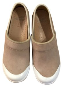 Dansko Comfort Teachers Leather Rubber Bottom Leather Uppers Tan Mules