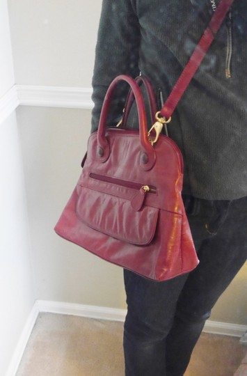 Clarks Classic Leather Handbag Crossbody Satchel in red Image 2