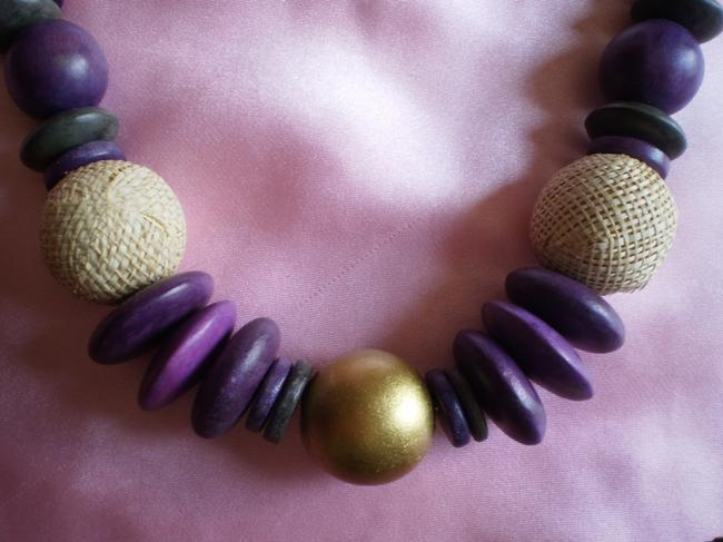 New Wood & Coco Shell Necklace New Wood & Coco Shell Necklace Image 2