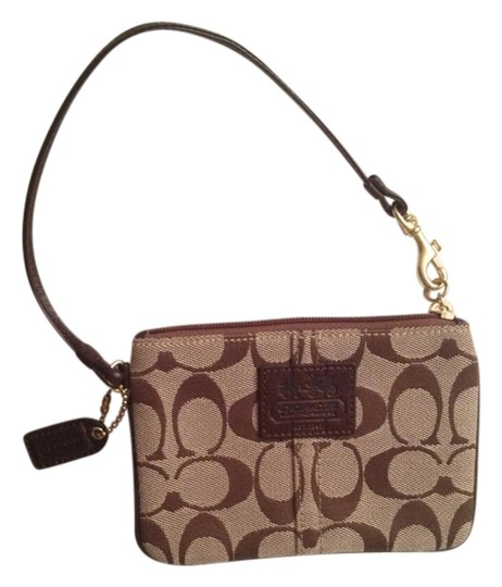 Preload https://item5.tradesy.com/images/coach-wristlet-brown-monogram-1132409-0-0.jpg?width=440&height=440