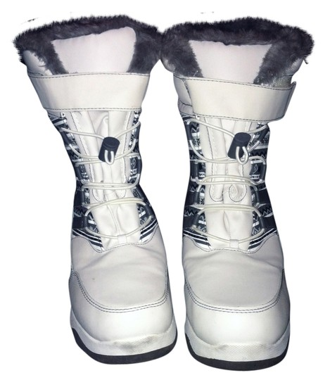 Preload https://item1.tradesy.com/images/white-and-grey-bootsbooties-size-us-85-regular-m-b-1132700-0-0.jpg?width=440&height=440