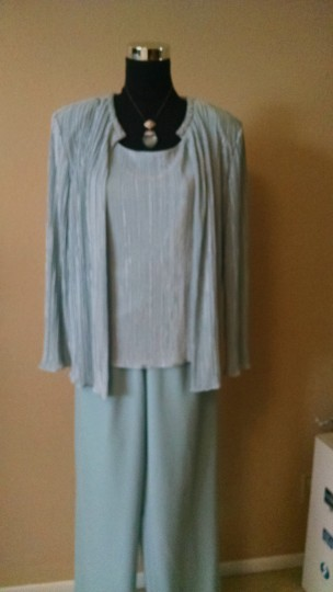 Coldwater Creek Baby Blue Crinkled Satin and Rayon Three Piece In Feminine Bridesmaid/Mob Dress Size 8 (M)
