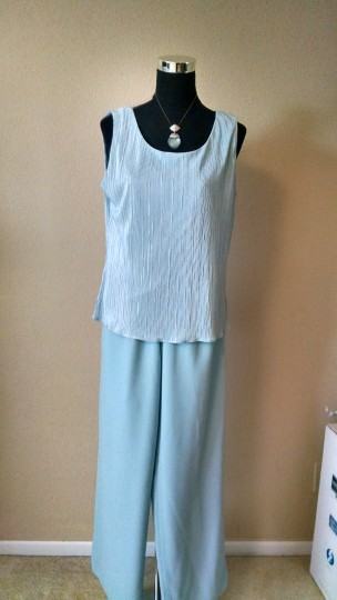 Coldwater Creek Baby Blue Crinkled Satin and Rayon Piece Suit Feminine Bridesmaid/Mob Dress Size 8 (M) Image 3