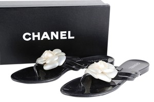 Chanel Thong Sandal Flower Black Flats
